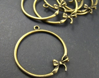 50% OFF SALE - 10pcs 30mm Antique Bronze Metal  Circle With  Bow Charm AB756