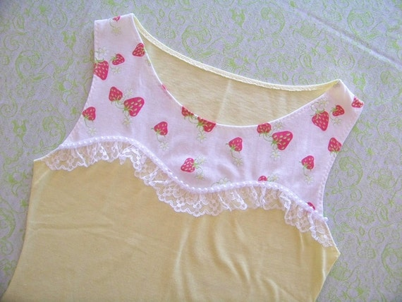 spring strawberry sweetheart top