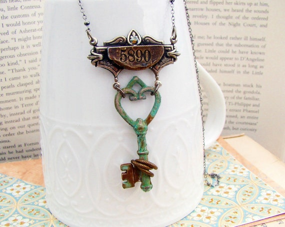 No.5890- Specimen Collection - Steampunk Necklace Series in Silver, Skeleton Key