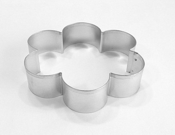 Scallop Edge Flower Cookie Cutter - 4.25 Inches