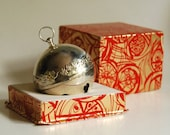 1977 Wallace Silversmiths Vintage Christmas Sleigh Bell Ornament, Mistletoe and Doves, in Box
