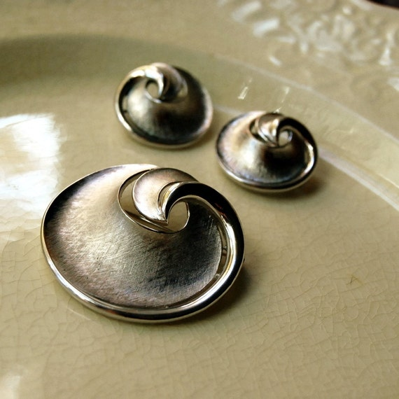 Vintage Jewelry Crown Trifari Silver-Tone Swirl Brooch and Earrings, Vintage 1960s