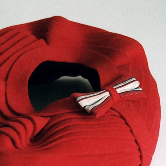 Vintage Scarlet Red Sculptural Pillbox Hat
