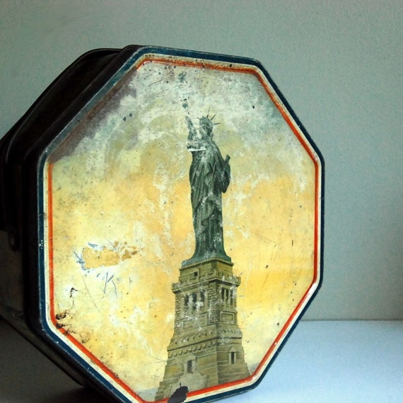Vintage Statue of Liberty Cracker Tin, by Loose Wiles