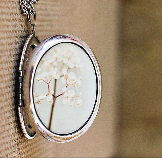 Beyond The Pale - Photo Locket - Romantic Flower Photo Locket Necklace - Silver Grande Edition