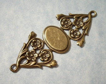 Oxidized Brass Floral Connector Stamping with 18 x 13 mm Setting - Bracelet Top