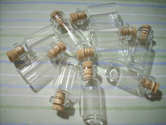25 Miniature Clear Glass Bottles with Corks 2ML