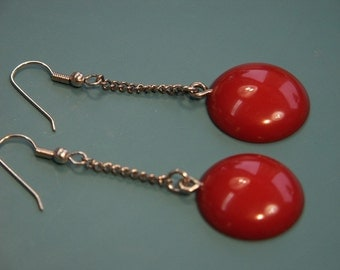 Pair of earhangings made of opaque vintage 1940s tested cherry red bakelite plastic cabuchons and silvercolor chains and earhooks