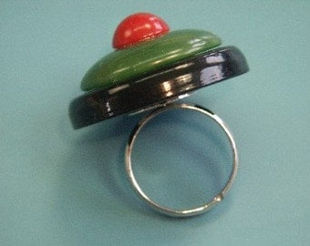 Adjustable silvercolor metal ring with genuine tested vintage 1950s bakelite plastic bead in several layers