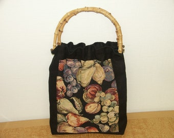 Lovely new/unused tote handbag in highquality black linnen and colorful cotton cretonne with fruit motive and bamboo grips