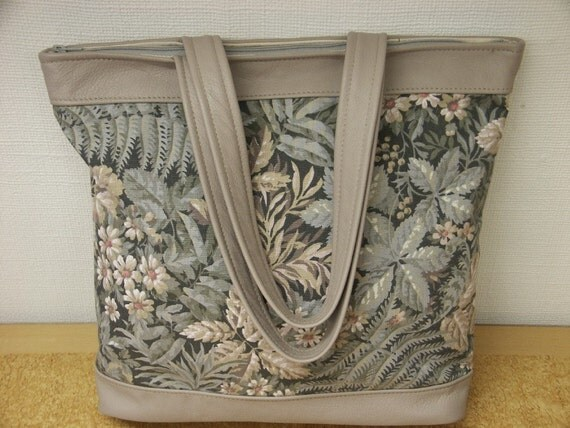 Lovely large beige new/unused tote shoulderbag in highquality printed cotton and lght brown skin/leather