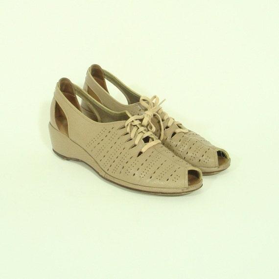 vintage AVANT GARDE lace up peep toes 9