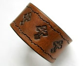 Leather Bracelet / Wristband in Rustic Tan w Three Crosses