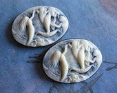 2 PC Swimming Mermaids Cameo / Acrylic Resin / 25 x 18mm - QQ16