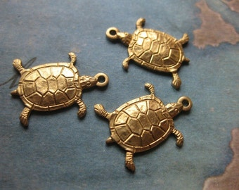 2 PC Tiny Turtle / Tortoise Charm Finding - GG11