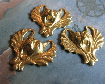 2 PC Raw Brass Gothic Vampire Bat Pendant / Finding - CC21