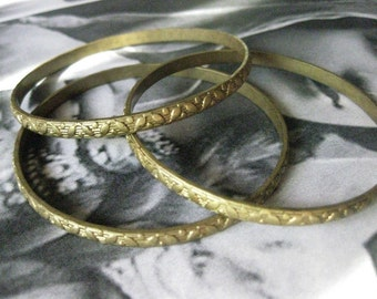 1 PC Brass Floral Stamped  - Seamless Bangle Bracelet - B046