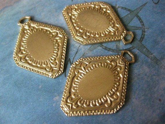 2 PC Raw Brass Victorian Pendant Cameo / Cabochon Plate Setting - AA12