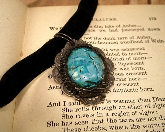Faux Turquoise Romantic Cabochon Necklace