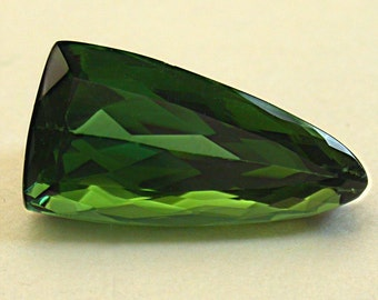 GREEN TOURMALINE Faceted Pearshape VINTAGE Gemstone  6.16 cts fg113