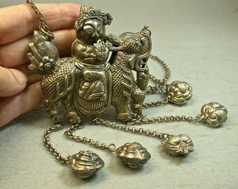 ANTIQUE SILVER Chinese NECKLACE Ching Repousse Kylin Amulets cs7
