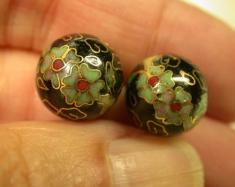VINTAGE CHINESE  CLOISONNE Black Green White Flowers 12mm pkg 2 clo82