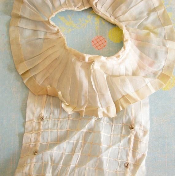 Ruffled Frill...Delightful Old Sheer & Summery Cotton Collar