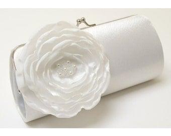 White Bridal Clutch White Flower Bouquet Bridesmaid Clutch - Kisslock Snap Petite Clutch - -