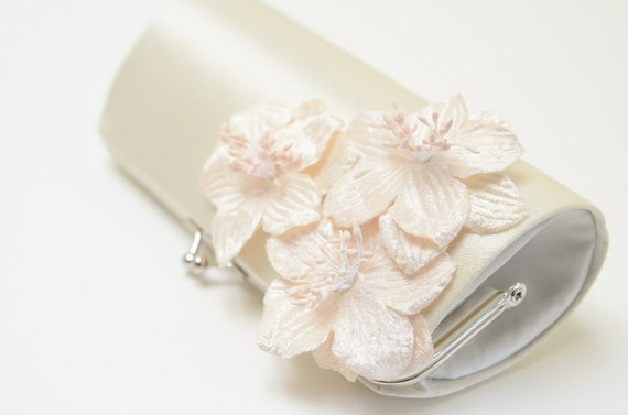 Shabby Chic Ivory Bridal Clutch - Bridesmaid Clutch - Petite Bouquet Clutch -  Shabby Clutch - Ivory Velvet Flowers