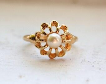 Vintage 1974 AVON Flowerburst Ring