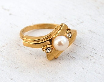 Vintage 1980s Simulated Pearl and Rhinestone Ring