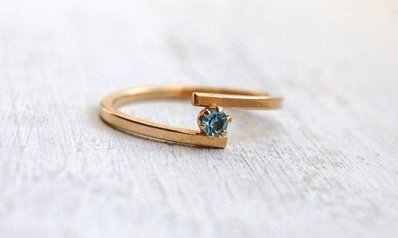 Vintage 1979 Avon Aquamarine Birthstone Stackable Ring