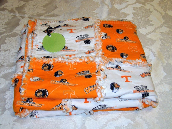 CLEARANCE University of Tennessee Volunteers Rag Quilt Throw