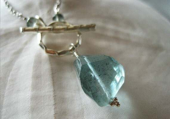 Moss aquamarine nugget and sterling silver toggle necklace - Makoa v2