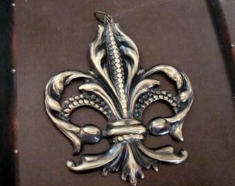 FLEUR DE LIS Pendant, Wonderful Design