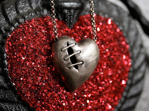 Sutured heart necklace long and sexy edition sterling silver