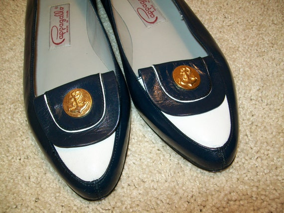 Dark Blue Leather Shoes . Gold tone Anchor Emblems . REAL VINTAGE 1980s