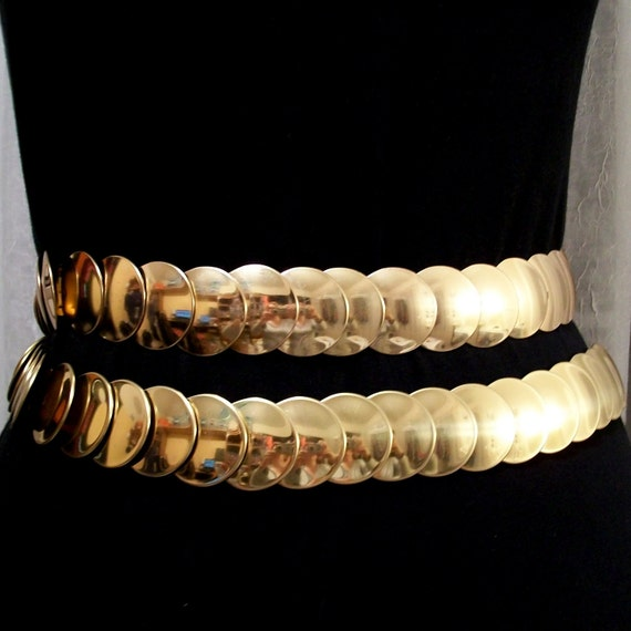 Reserved for Crissy... Gold tone metal circle stretchy belt . Real Vintage 1980s