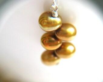 June Birthday Gift . Golden Pearl Earrings . June Birthstone Jewelry . Gold Drop Pearl Earrings . Gold Pearl Earring - California Collection