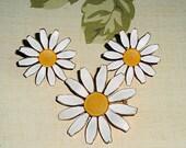 Vintage Daisy Set Earrings Brooch Enameled Accessocraft NYC Ladies Demi Parure Flowers Floral