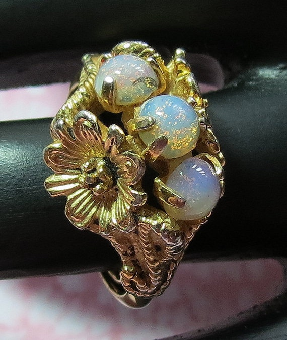 Gorgeous Vintage Avon Opal Ring Floral And Opal By