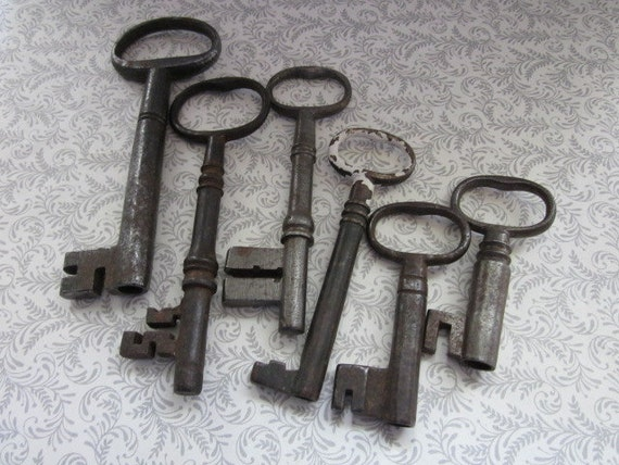 6 Large Vintage Skeleton Keys