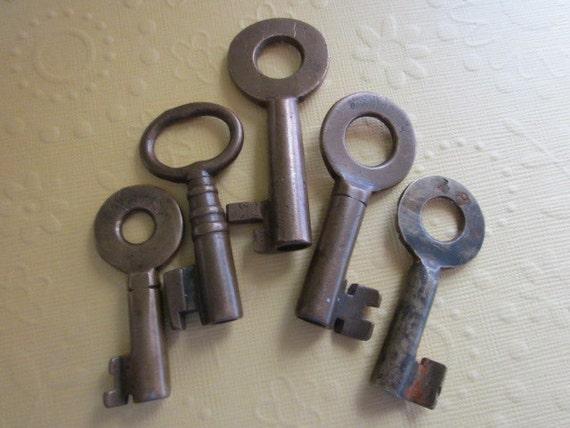 5 Vintage Brass Keys
