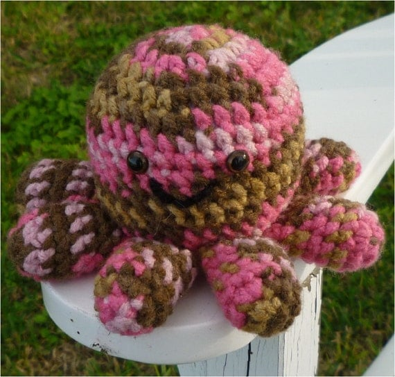 Crochet Church Purse Doll Pattern : Mia Mini Octopus Amigurumi