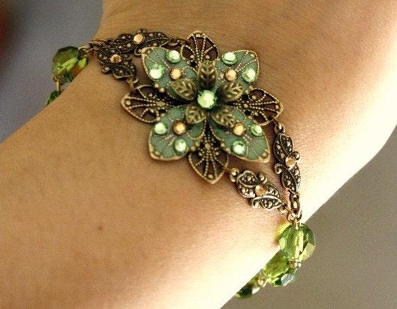Flower bracelet and earring SET - Green flower, brass, swarovski crystal, romantic bracelet