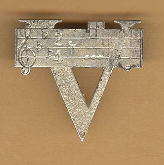 vintage WWII sweetheart jewelry brooch or pin, V for Victory sterling truart signed