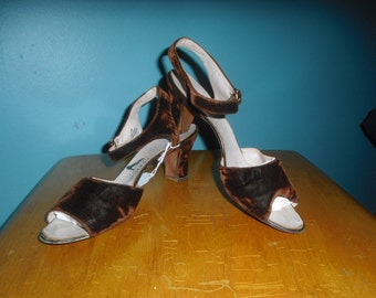 1940s Vintage Shoes Yummy Chocolate Brown Velvet Slingbacks with Paragon Label 9 1/2 inch inside length