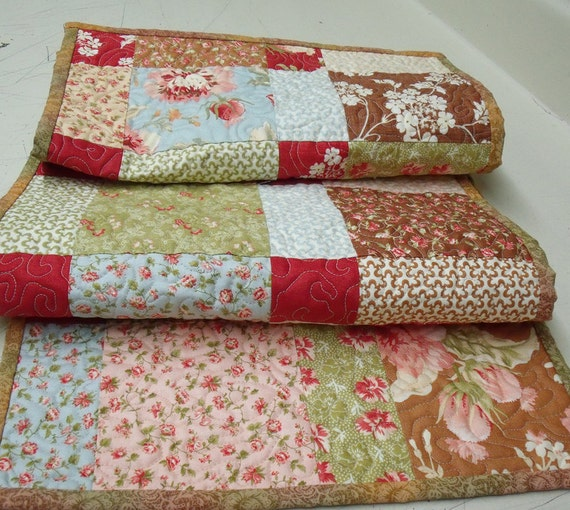 Butterscotch Rose Quilted Table Runner