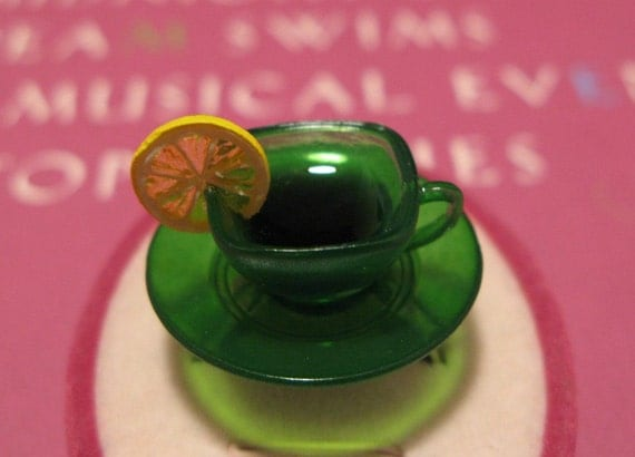 Kelly Green Glass-Like Tea Cup Ring with Lemon
