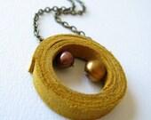 Escondidas necklace in ochre